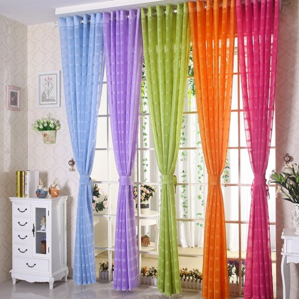 ستائر ملونة لمسة من السحر و الأناقة تغني منزلك بالألوان