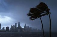 إعصار إرما أعنف و أقوى إعصار من 100 سنة يدمر ولايات أمريكية و يهدد المزيد