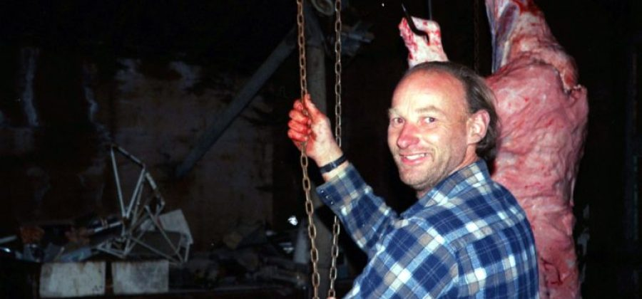 Conheça a história do serial killer que alimentava os porcos com carne humana