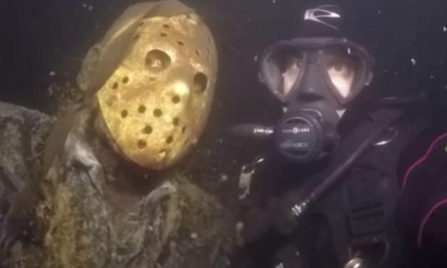 Estátua de Jason Voorhees no fundo de um lago nos EUA é de arrepiar; confira o vídeo