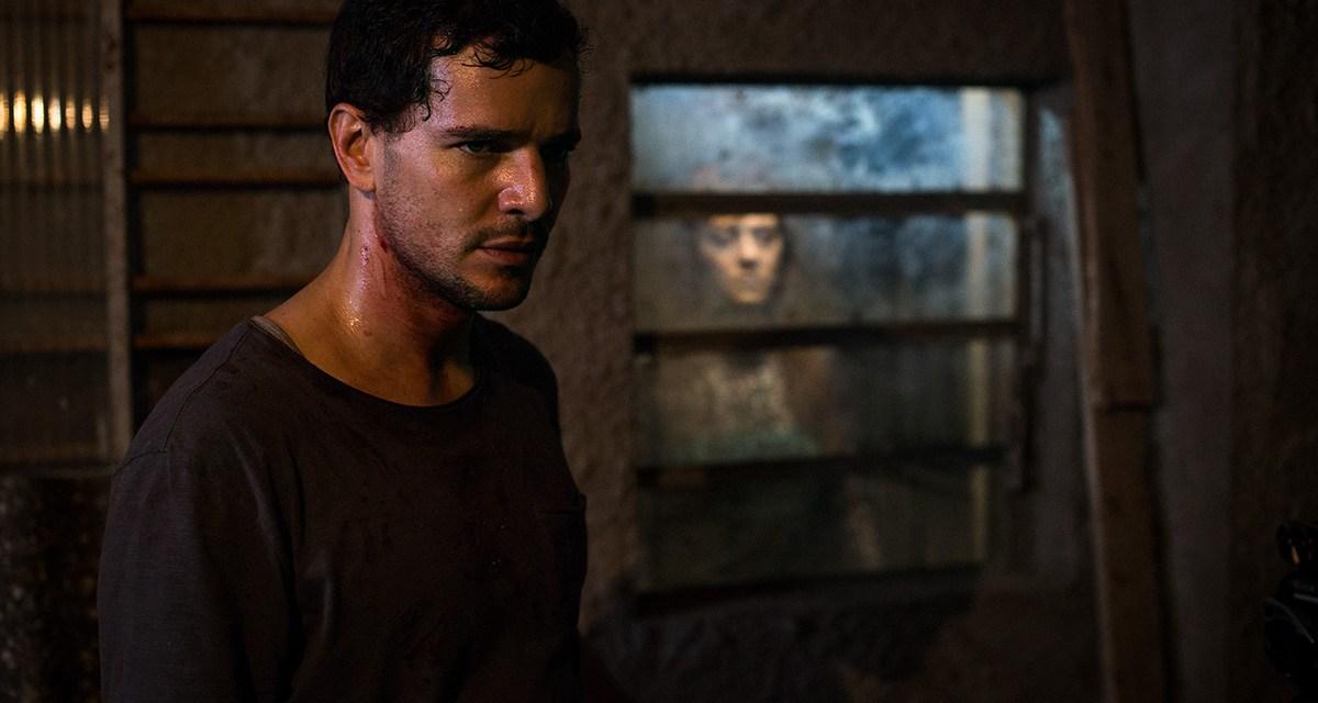Homem conversa com os mortos no trailer do terror nacional 'Morto Não Fala'