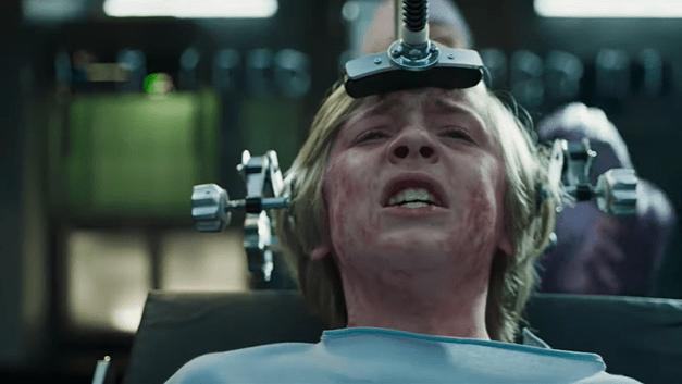 Confira o trailer do filme 'Eli' dos mesmos produtores de 'A Maldição da Residência Hill'