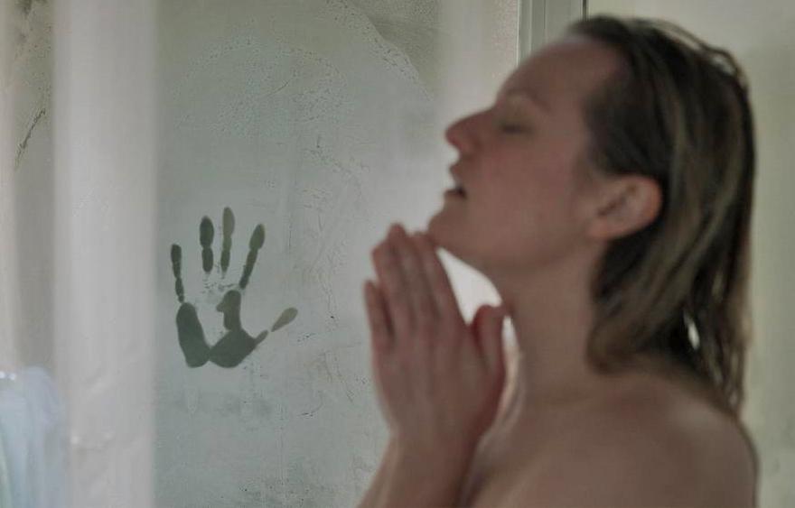 Mulher é atormentada no trailer da nova adaptação de 'O Homem Invisível'