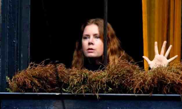 Netflix divulga trailer do suspense psicológico 'A Mulher na Janela'