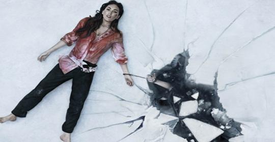 Esposa luta pela vida acorrentada a cadáver do marido no trailer do filme 'Till Death'