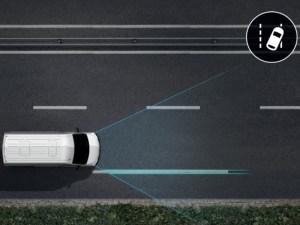 Spurhalteassistent: optional bestellbar, warnt bei Verlassen der Spur und steigert die Sicherheit