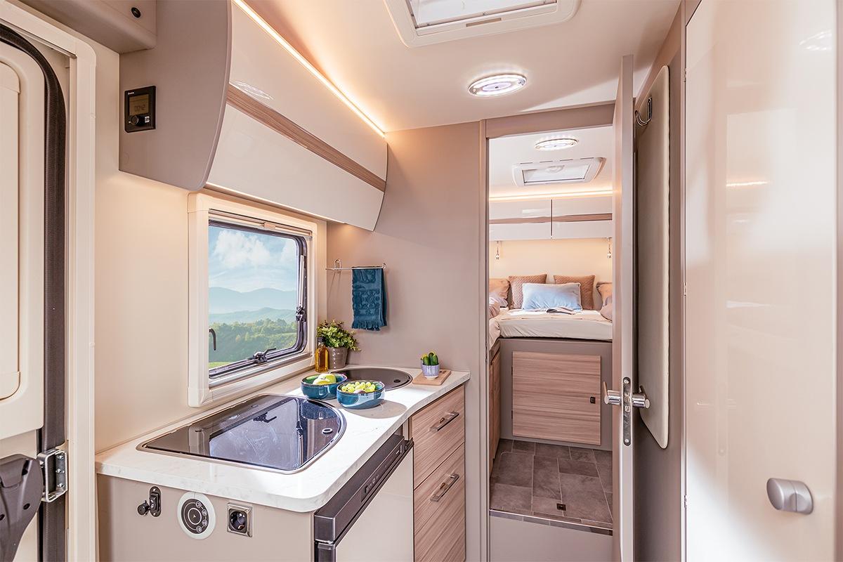 In allen Ahorn Camp Wohnmobilen sind voll ausgestattete Küchen verbaut, sodass Sie auf nichts verzichten müssen.