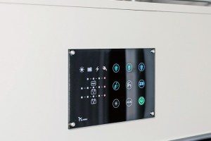 Das digitale Anzeige- und Bedienpaneel steuert alle technischen Geräte wie beispielsweise das Licht. Alle technischen Informationen wie der Stand des Wassertanks oder der Ladestand der Batterie werden ebenfalls angezeigt.