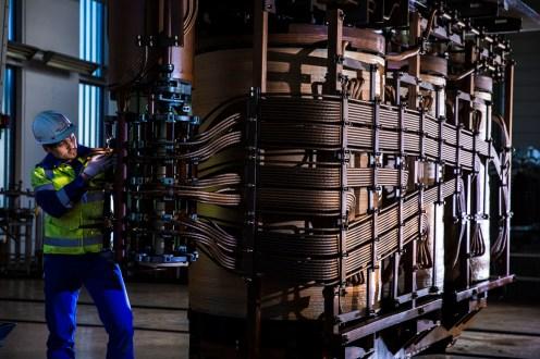 Installation und Reinigung eines Transformatoraktivteils