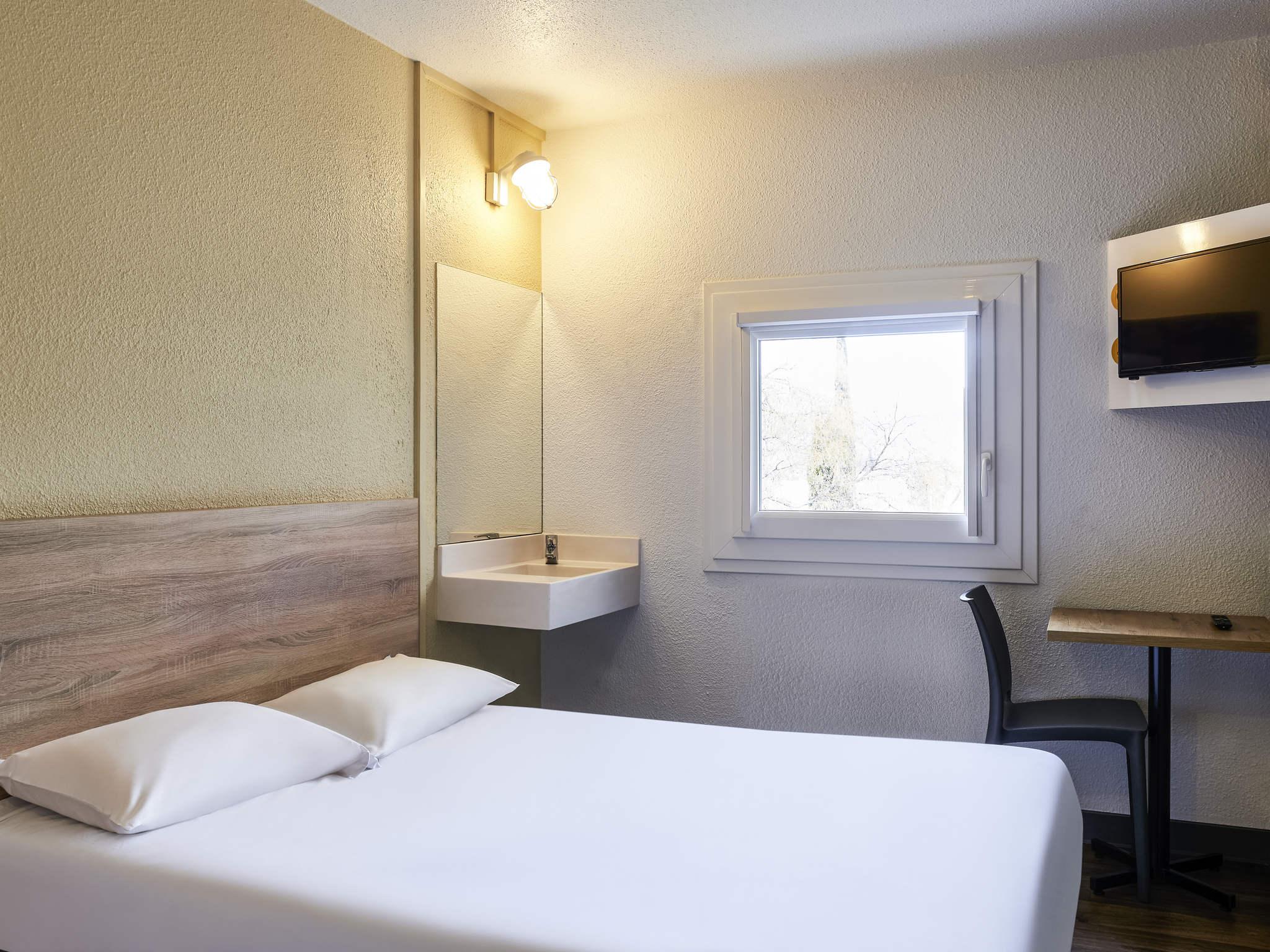 Htel MARSEILLE HotelF1 Marseille La Valentine Rnov