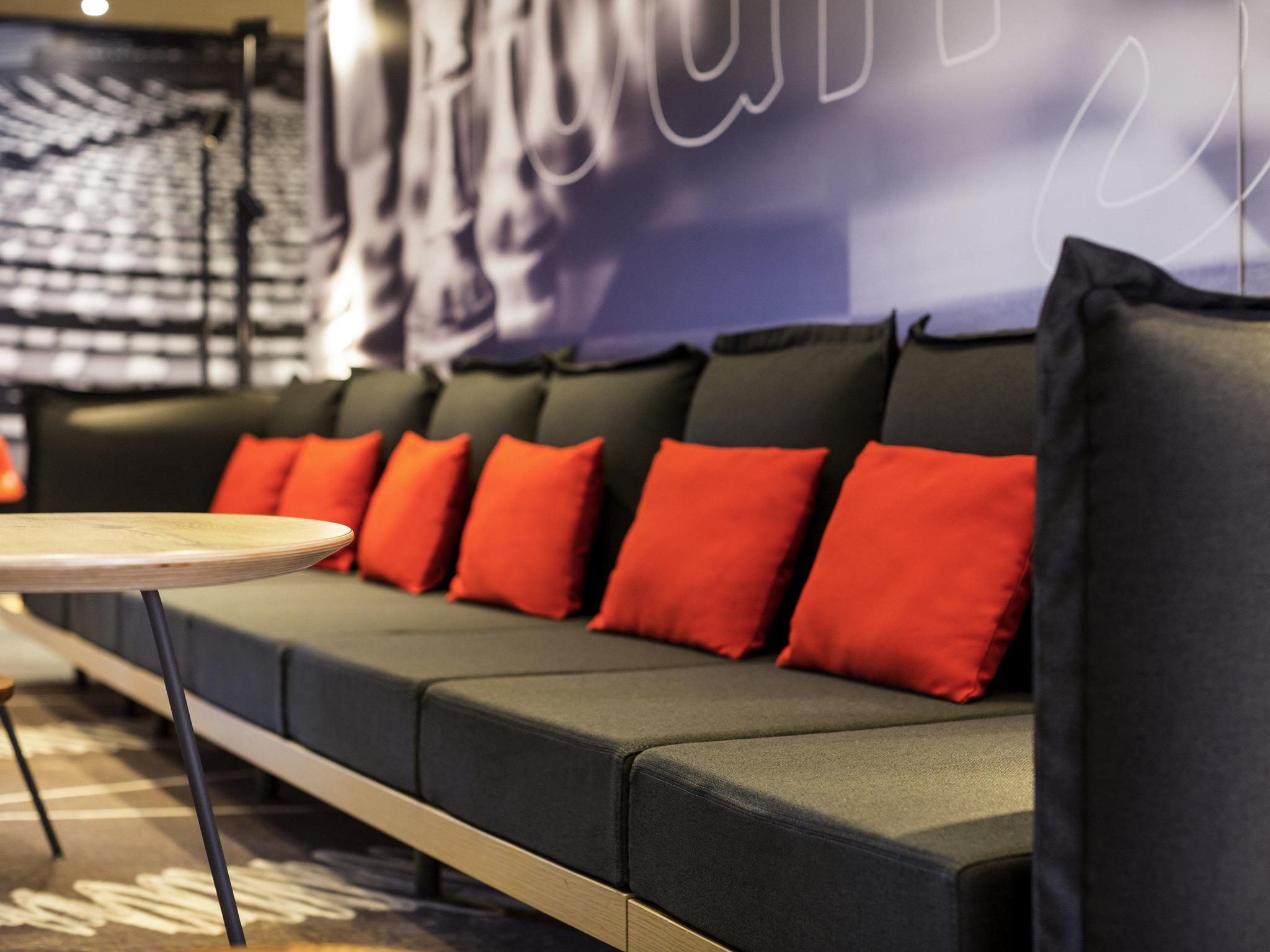 next quentin sofa bed review big w covers hotel in montigny le bretonneux ibis saint en yvelines velodrome