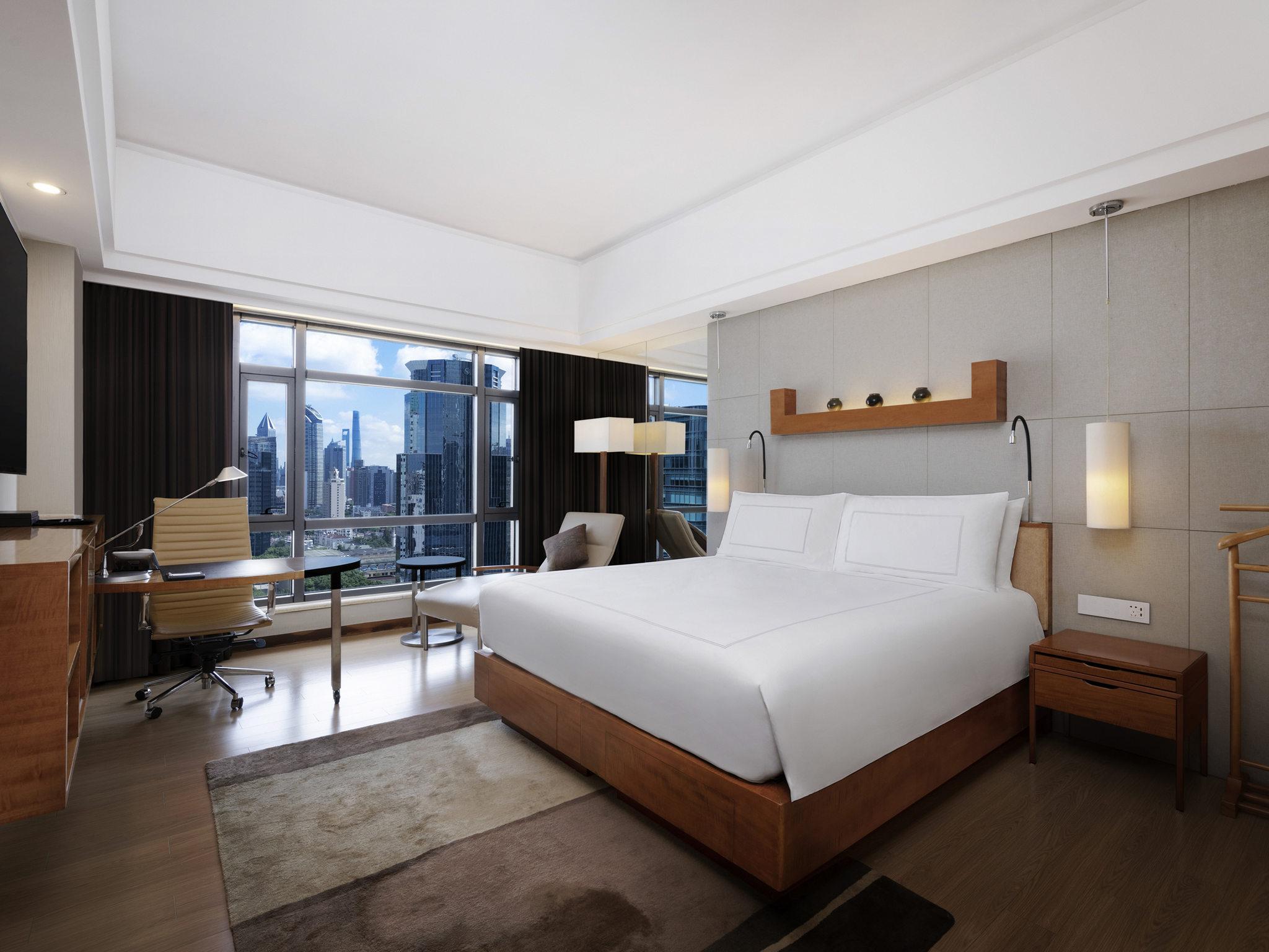 htl recliner sofa singapore lime green stanza corner hotel in shanghai swissôtel grand