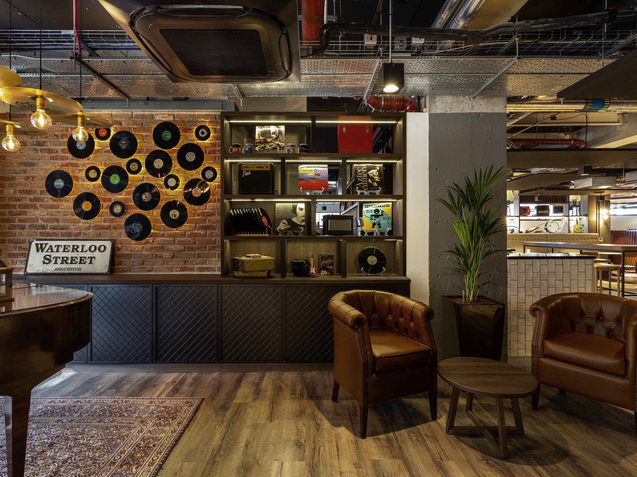 sofa shops glasgow city centre slumberland com sofas 2 hotel in ibis styles west