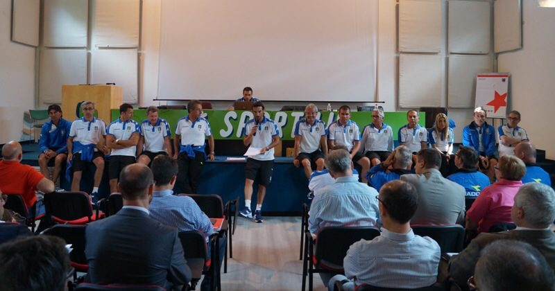 Il gruppo CAI riunito a Sportilia.