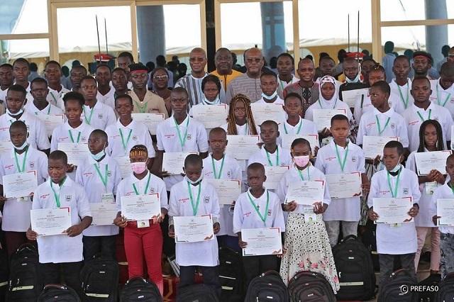 Journée de l'excellence scolaire édition 2021 : Le président du Faso récompense les 99 meilleurs