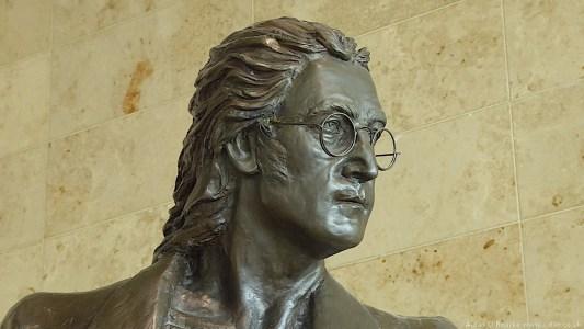 01b John Lennon statue