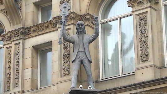 Hard Days Night Hotel - statue of Paul