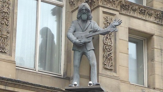 Hard Days Night Hotel - statue of George