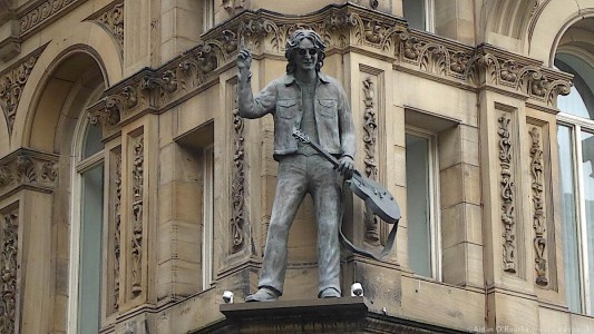 Hard Days Night Hotel - statue of John