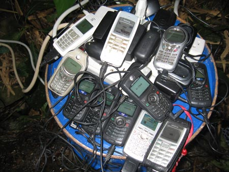 Charging 10 cell phones off the battery