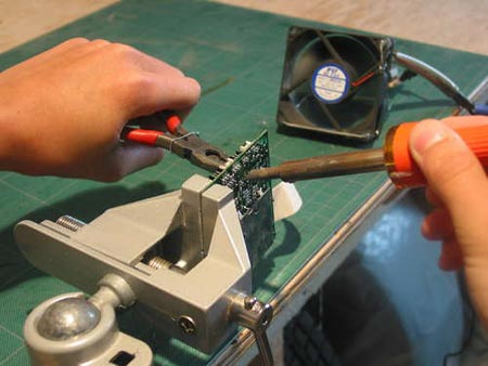 Desoldering circuit boards to recover components
