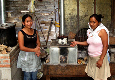 Rosalinda and Josefina at La Florida help us test the Rocket Box Stove