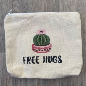 trousse free hugs