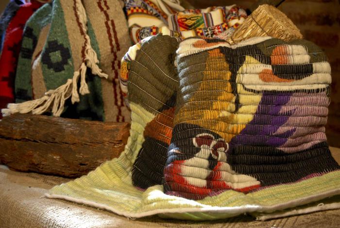Tejidos regionales en la decoracin  Productos  Aiken
