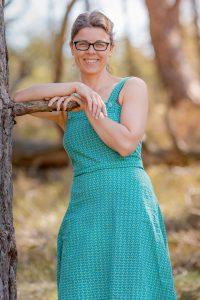 SusanBonhof-aim-aimfoto-uitstraling-aimfotografie-pasfoto-zakelijkportret-bedrijfsprofiel-bedrijfsreportage-portret-fotograaf-laren-deventer-lochem-adaritzer-naturel-natuurlijklicht-momentdesign-powerwoman-aimfoto-profielfoto