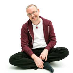 Stephen Wells Sensational Business Coach - casual seated crossed legs