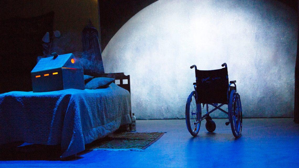 Helsingin Kaupunginteatteri – Lilla Teatern – Fly Me To The Moon – Arvostelu – Kuva © Henrik Schütt