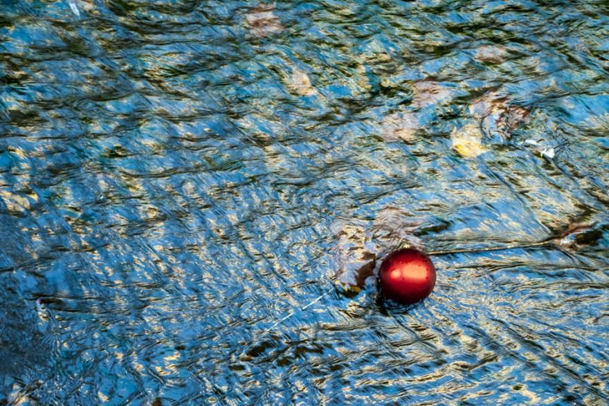 Bola gorria (Red ball)