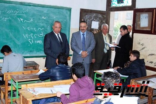 محافظ الشرقية يتفقد لجان إمتحانات الفصل الدراسى الأول للشهادة الإعدادية