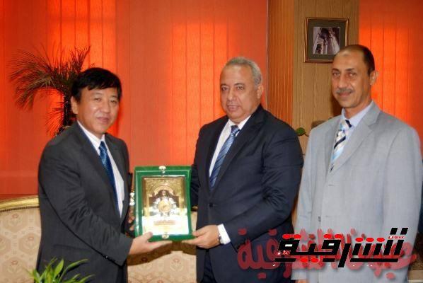 محافظ الشرقية يناقش مع السفير الياباني أوجه الإستفادة من التجربة اليابانية الفريدة في التعليم