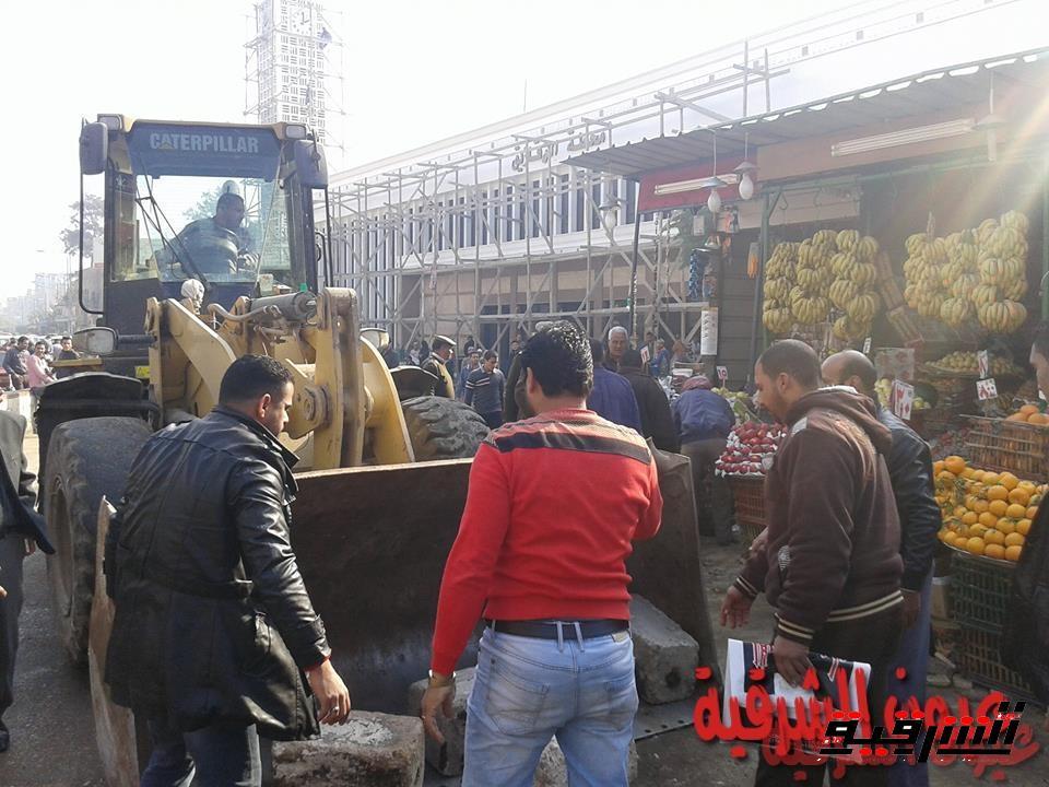 رئيس مدينة الزقازيق يقود حملة مكبرة لإزالة الإشغالات بميدان التحرير