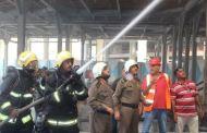 حريق بجوار الحرم المكى يؤدي لتعرض بعض العاملين للاختناق (صور)