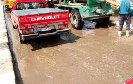 بالصور..رفع تجمعات المياه المتراكمة بالشوارع والميادين الرئيسية بالشرقية