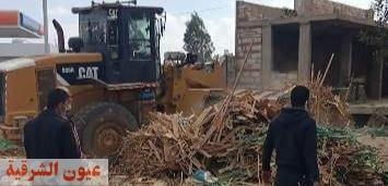 محافظ الشرقية يأمر بإزالة الإشغالات وتشوينات الأخشاب المقامة بالمخالفة بطريق الزقازيق / بلبيس