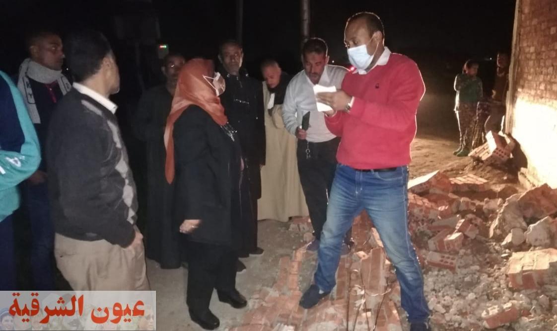 إصابة 3 من أسرة واحدة فى إنهيار سور عقار بقرية العواسجة بههيا