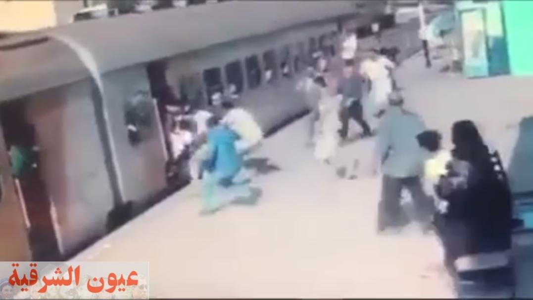 يقظة الأهالي تنقذ فتاة قبل أن يدهسها القطار في محطة قطار الزقازيق
