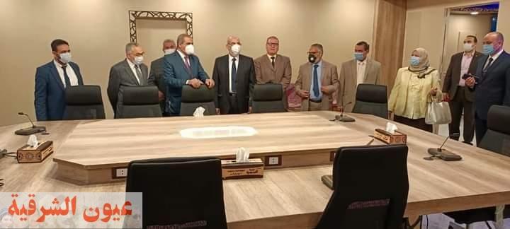 رئيس جامعة الأزهر يفتتح قاعة إجتماعات جديدة بالجهود الذاتية