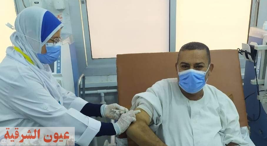 جهود مكثفة للفرق الطبية لتطعيم مرضي الكلي بلقاح كورونا بمستشفيات الشرقية