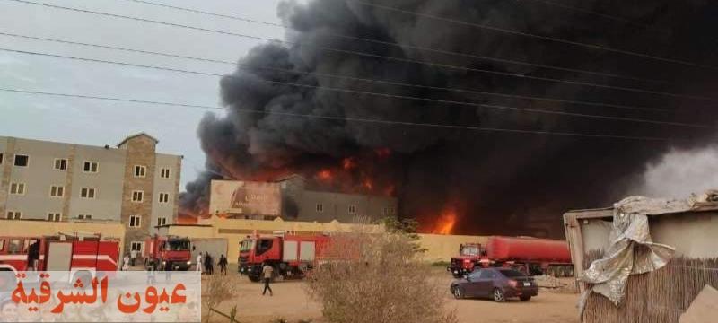 محافظ الشرقية يُتابع حادث نشوب حريق بمصنع للأدوات المنزلية بالعاشر..وآخر بـ 6 منازل بعزبة دليب بكفر صقر