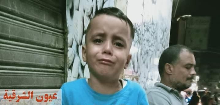 مباحث قسم شرطة ثان الزقازيق تعيد طفل ضل الطريق لأسرته