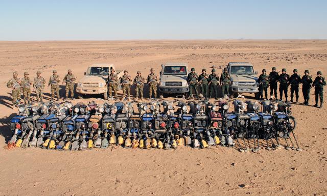 الجزائر .. الجيش يوقف 92 منقبا عن الذهب وبحوزتهم معدات ضخمة.