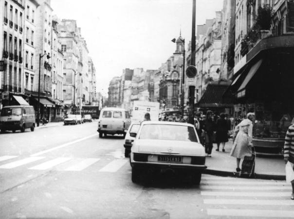 Rue_Saint-Antoine,_Paris_1981