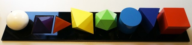 IVAN PICELJ - GEOMETRIE ELEMENTAIRE - 8 coloured objects - plastic/Aluminium - 6/10 - 1974