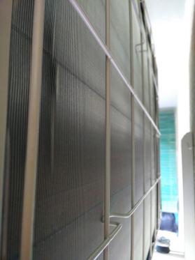 Reja trasera de una unidad exterior de un aire acondicionado