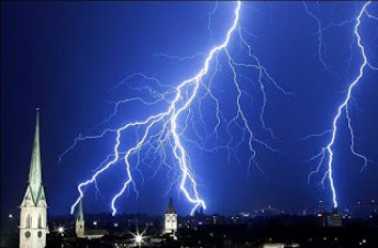 Daños causados por rayos o tormentas eléctricas en aires acondicionados