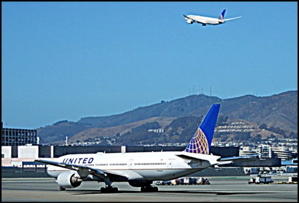 A United 787 Dreamliner taking off in San Francisco